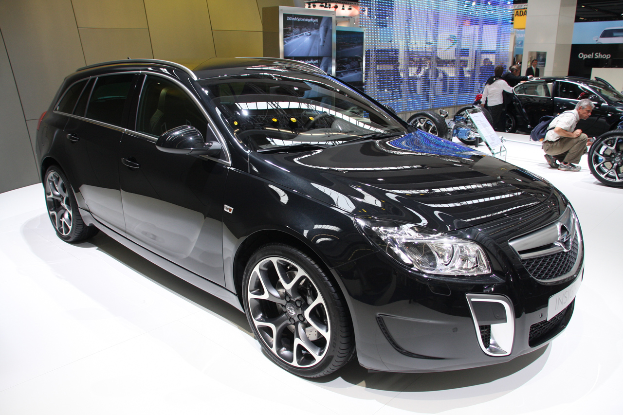 opel insignia opc sports tourer 2 tyson alan gamblin blog. Black Bedroom Furniture Sets. Home Design Ideas